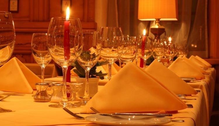 de gedekte tafels staan voor u klaar bij Central Sporthotel in Davos