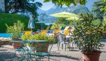 Het gezellige terras bij Hotel Du Lac