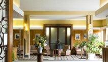 De indrukwekkende hal in Grand Hotel de Tours