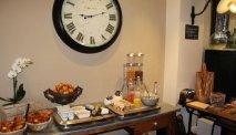 Elke morgen staat er een lekker ontbijtbuffet klaar bij Hotel Le Saint Julien