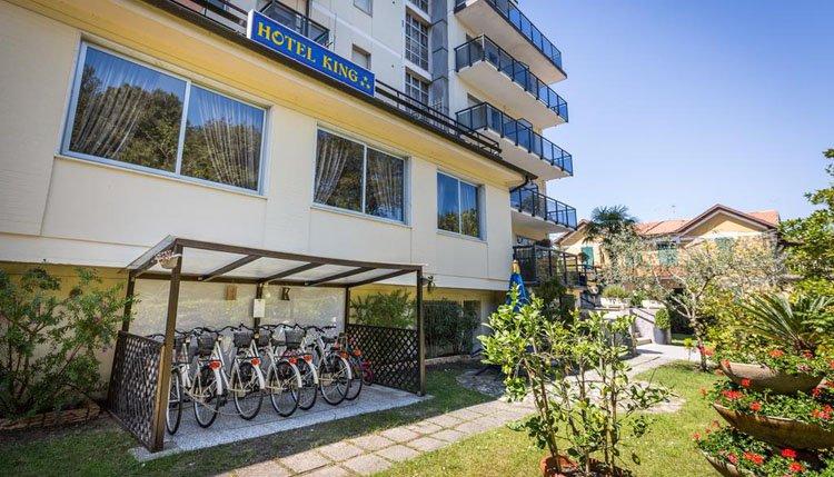 Bij Hotel King kunt u de omgeving op de fiets verkennen. Huur eenvoudigweg een fiets van het hotel.