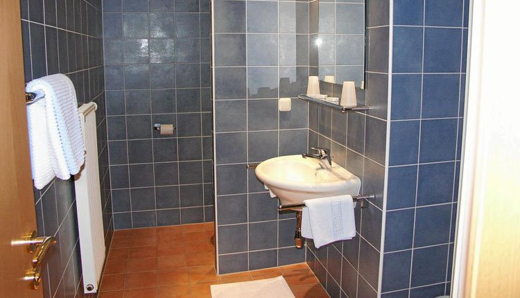 Strandhotel Weyregg - 1-persoonskamer, badkamer