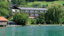 Strandhotel Weyregg ligt prachtig aan de Attersee