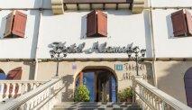 De uitnodigende entree van Hotel Alameda