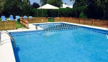Hotel Ciudad de Haro beschikt over een lekker zwembad