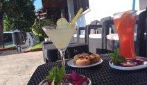Heerlijk genieten van een verse cocktail bij Hotel Ciudad de Haro