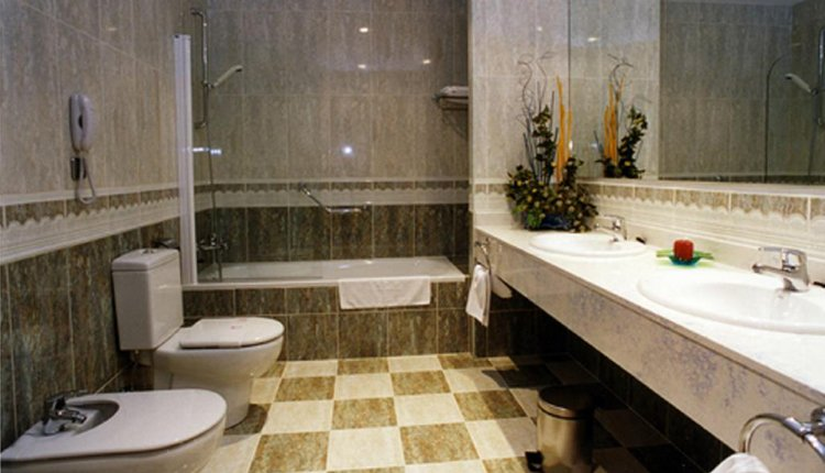 Hotel Ciudad de Haro - badkamer