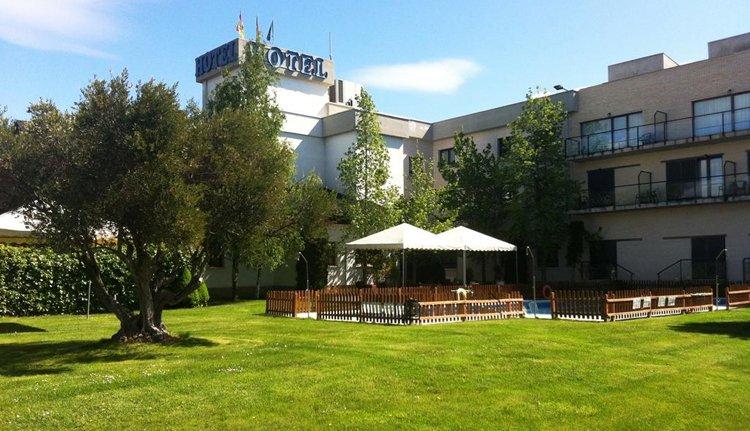 De tuin van Hotel Ciudad de Haro
