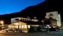 Hotel Meiringen in de avond