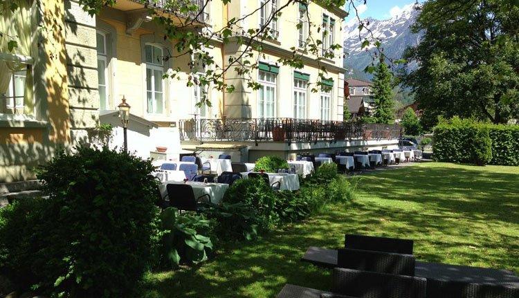Terras in de tuin bij Parkhotel du Sauvage