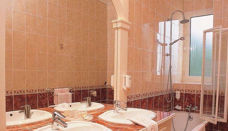 De badkamer in Best Western Central Hotel is van alle gemakken voorzien