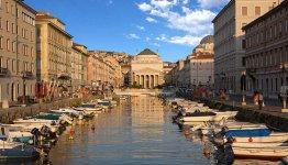 De historische overblijfselen en Jugendstil details in Triest, Italië