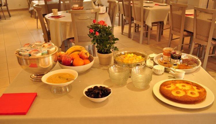 Elke morgen staat er een lekker ontbijtbuffet klaar in Hotel La Rosière