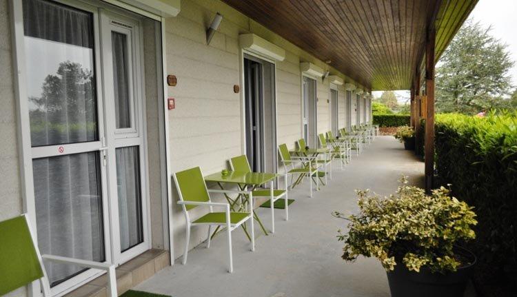 De kamers van Hotel La Rosière hebben een fijne veranda