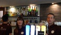De gezellige bar van Hotel Le Glacier in Orange