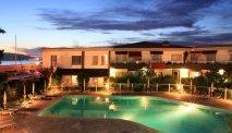 Het zwembad bij Best Western La Marina