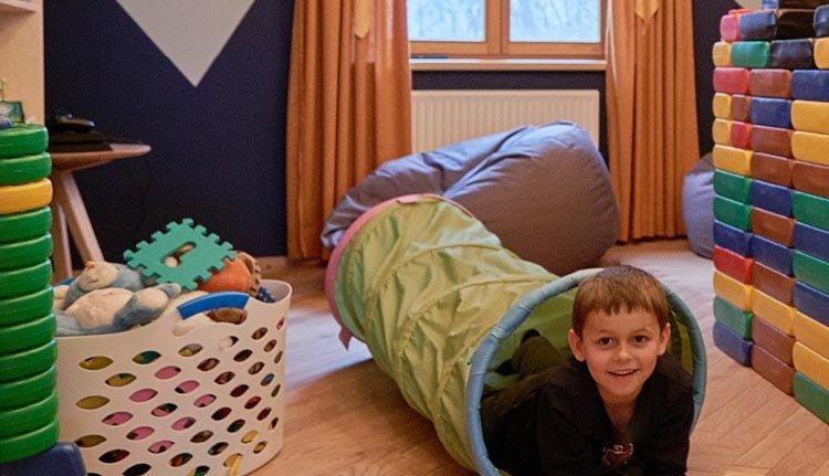 Vertier voor de kinderen in de speelkamer van Hotel Rössle