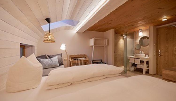 De tweepersoonskamers in Hotel Rössle zijn zeer sfeervol ingericht