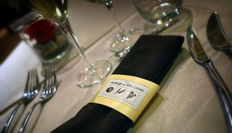 De gedekte tafel staan voor u klaar bij Auberge des Moissons