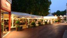 Op het fijne terras van Hotel Post Velden kunt u in de avond terecht voor een hapje en een drankje