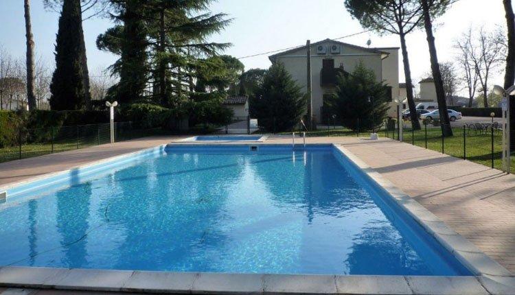 Het zwembad van hotel la Torretta