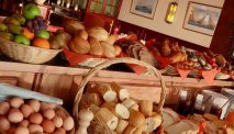 Elke morgen staat er een uitgebreid assortiment vers gebakken broodjes voor u klaar