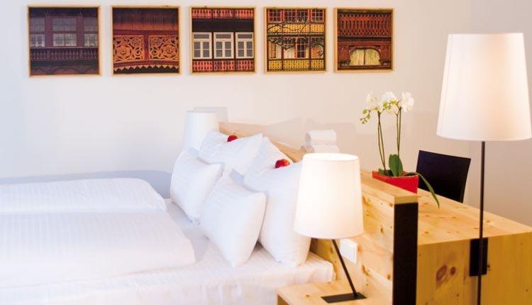 De tweepersoons Junior Suite van Villa Seilern Vital Resort is zeer smaakvol ingericht