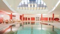 Het binnenzwembad in Villa Seilern Vital Resort