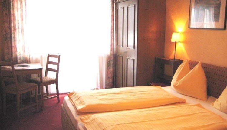 De tweepersoonskamers in Gasthof-Pension Kirchenwirt zijn comfortabel