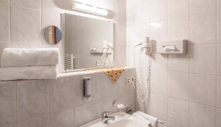 De badkamer Superior is van alle gemakken voorzien
