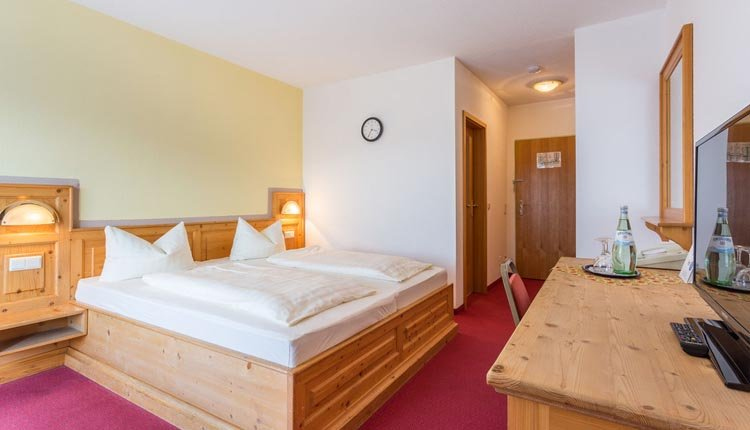 De tweepersoonskamers Standaard in Hotel Ahornhof zijn comfortabel ingericht
