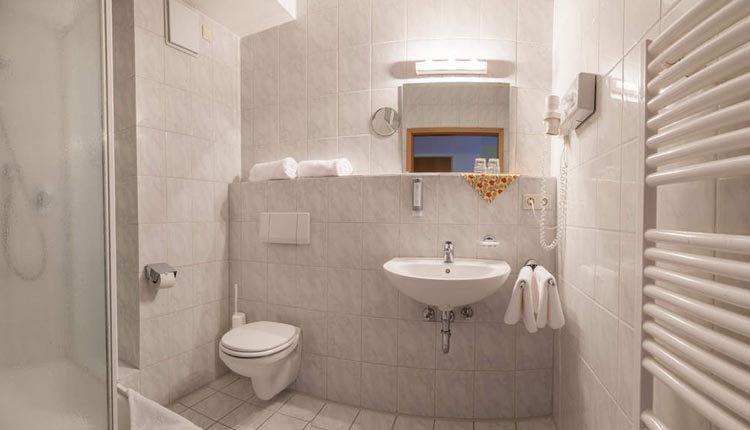 De badkamer Standaard is van alle gemakken voorzien
