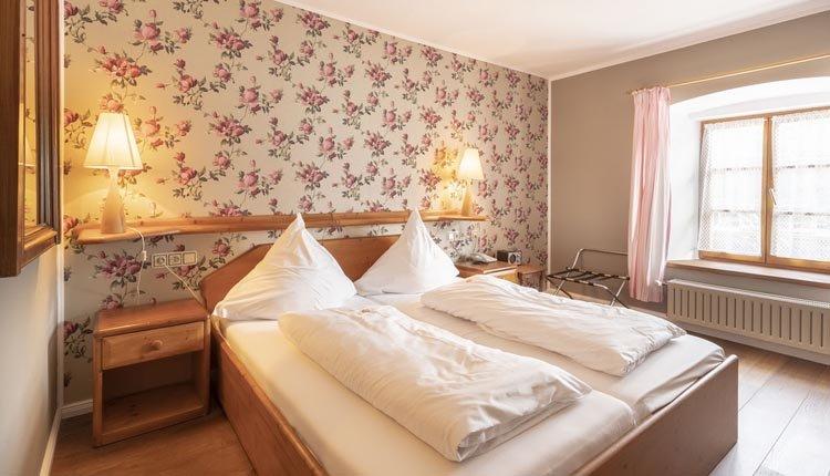 De tweepersoonskamers Standaard in Landgasthof Karner zijn comfortabel ingericht