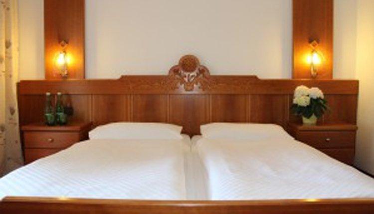 De tweepersoonskamers in Hotel Lindwurm zijn comfortabel