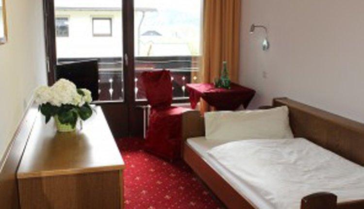 De eenpersoonskamers in Hotel Lindwurm zijn comfortabel