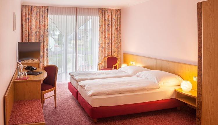 De tweepersoonskamers in Hotel Kammweg zijn sfeervol ingericht