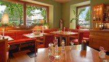 Het is gezellig zitten in het restaurant van Hotel Goldenes Schiff