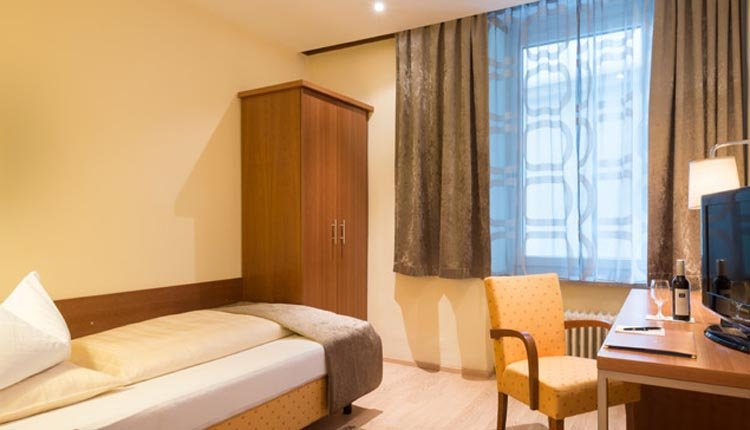 De eenpersoonskamers Classic in Hotel Goldenes Schiff zijn van alle gemakken voorzien