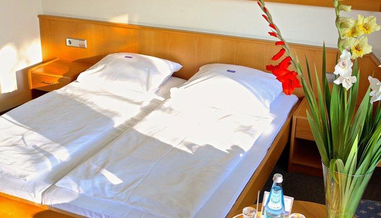 De tweepersoonskamers in Hotel Schwarzwald Freudenstadt zijn comfortabel ingericht