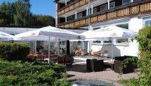 Het zonnige terras bij Hotel Schwarzwald Freudenstadt