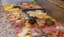 Geniet van het heerlijke ontbijtbuffet bij hotel Lindwurm