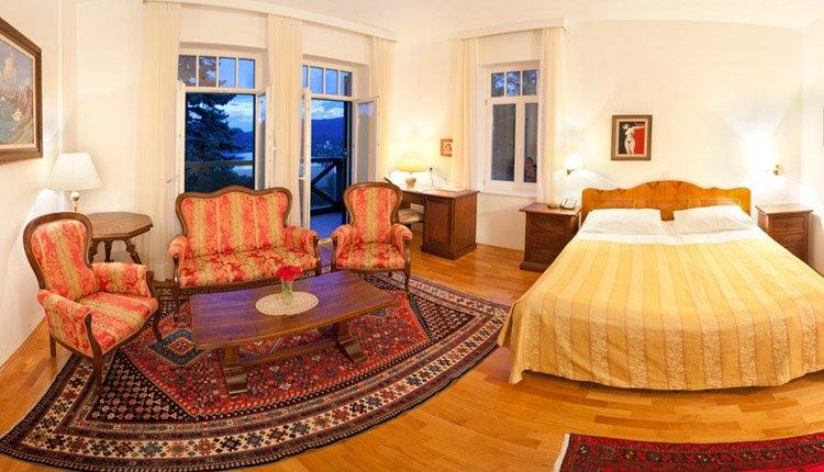 Hotel Triglav suite met lounge, meerzicht