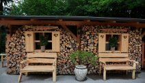 Hotel Ribno in Bled - gezellig hoekje met haardhout
