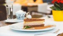 Wat dacht u van een kopje koffie met zo'n heerlijk stuk taart bij Hotel Ribno in Bled?
