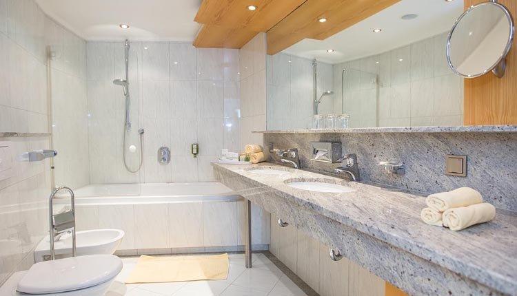 De badkamer bij de tweepersoonskamer Superior is van alle gemakken voorzien