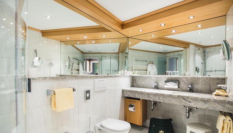 De badkamer bij de tweepersoonskamer Classic is van alle gemakken voorzien