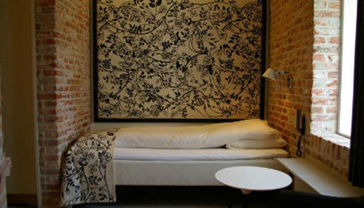 De eenpersoonskamers zijn sfeervol en comfortabel ingericht