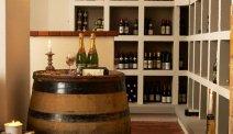 Volop lekkere wijnen in de wijnbar van Hotel Nymindegab Kro