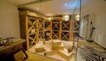 De indrukwekkende wijnkelder van Hotel Gasthof Unterbrunn
