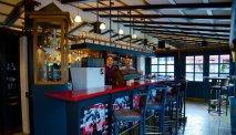 De bar van Hotel Gasthof Unterbrunn is er een om uitgebreid wat te drinken